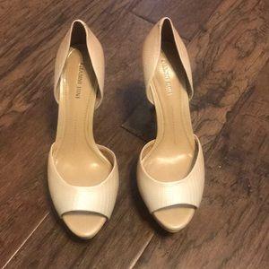 Gianni Bini sz 8 Nude/Cream peep toe pump